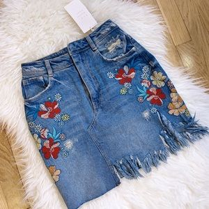 NWT Zara Floral Embroidered Distressed Denim Skirt